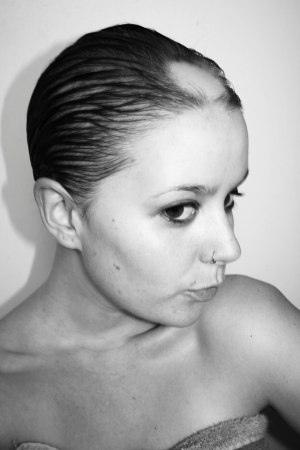 El medio de la caída de los cabello kerastase