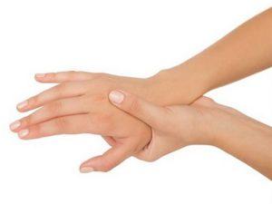 ¿Se te entumecen las manos? 5 causas probables