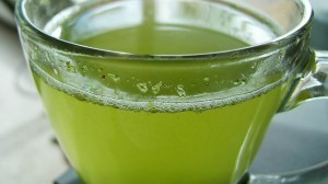 ¿Cómo bajar el colesterol? El té verde podría ayudar