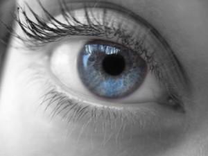 Tratamiento para las moscas volantes en los ojos