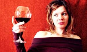 El consumo de alcohol: Riesgo de ACV en las mujeres