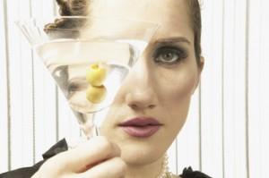 Tomar alcohol promueve una dieta insana