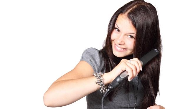 ¿Cómo planchar el pelo y no dañarlo?