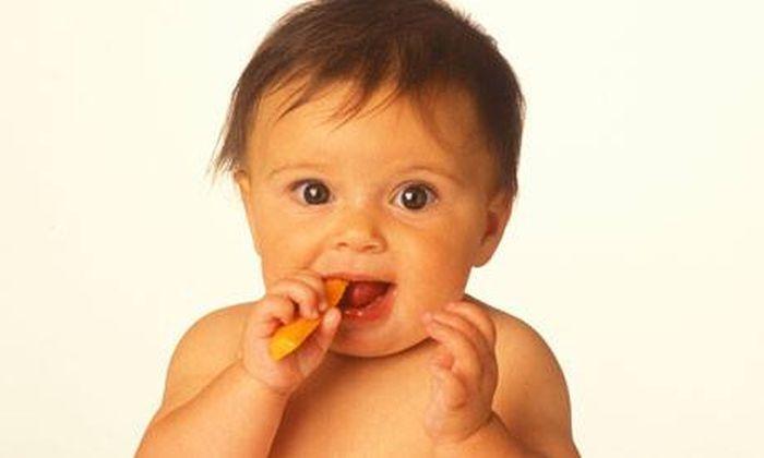 Los 7 alimentos que un bebé puede comer con las manos