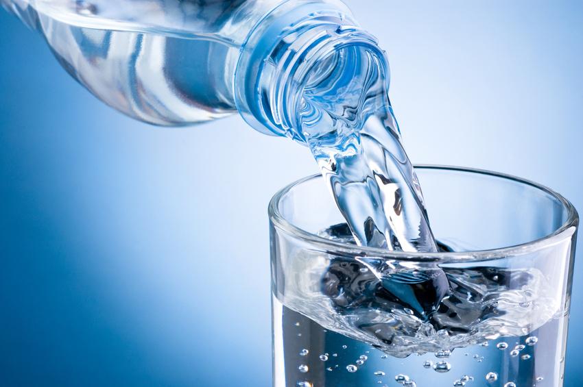 5 razones por las cuales deberías tomar suficiente agua
