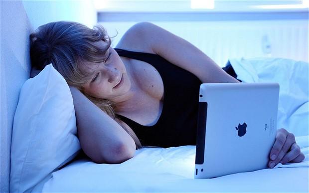 Leer en una tablet antes de dormir perjudica el sueño