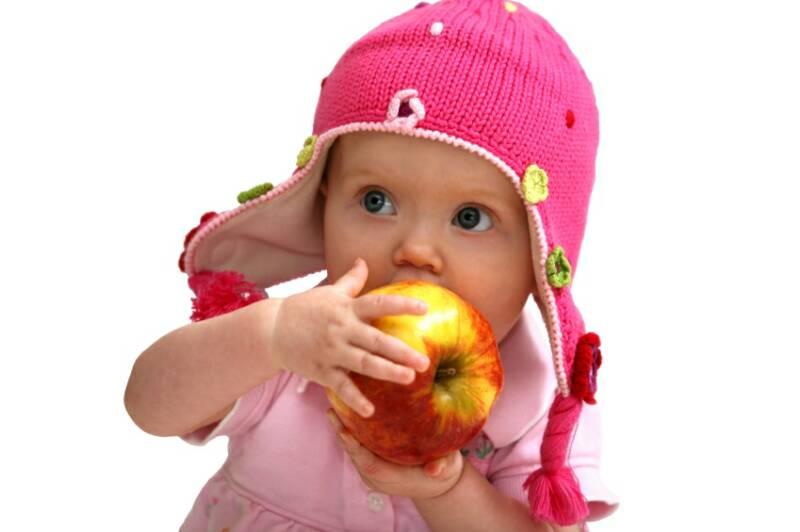 5 alimentos que no tienen cabida en la dieta de los bebés