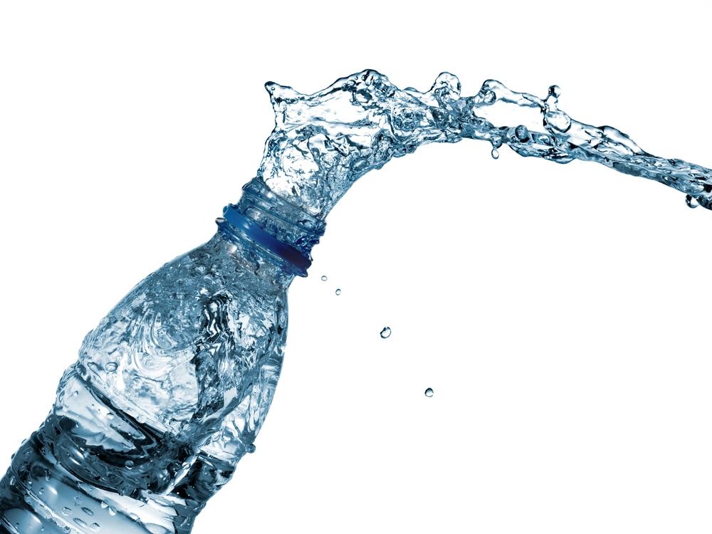 ¿Cómo elegir una marca de agua embotellada segura? Todo lo que debes saber