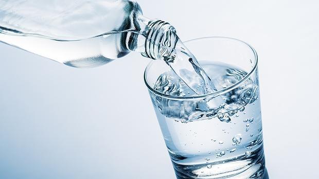 ¿Qué sucede en tu cuerpo cuando bebes poca agua?