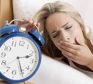 3 riesgos de dormir pocas horas al día
